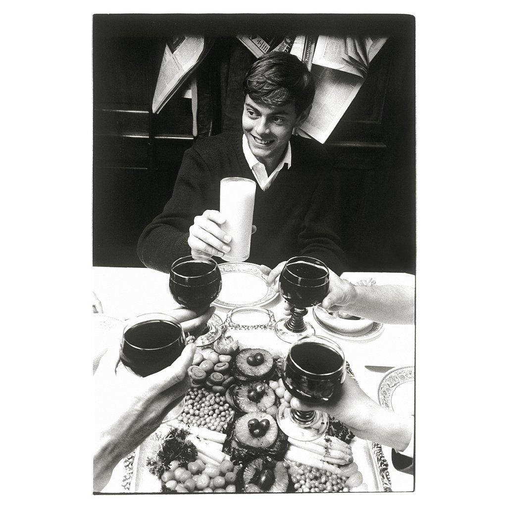 Mike beim Essen mit mir und seinen Eltern Schule Schloß Salem, 1963
